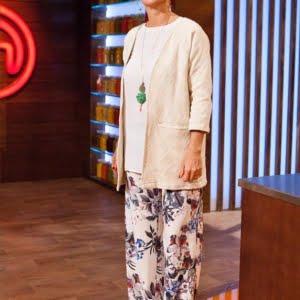 samantha villar de masterchef con pantalón Palazzo en crep estampado