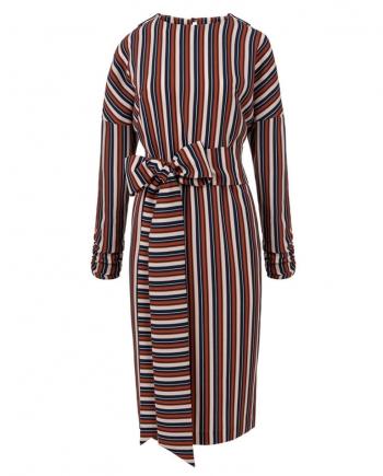 Vista frontal de vestido midi estampado manga japonesa