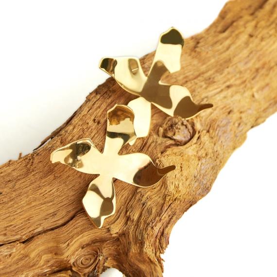 Pendientes metálicos dorados Nakai sobre rama