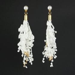 Pendientes largos de crochet blanco