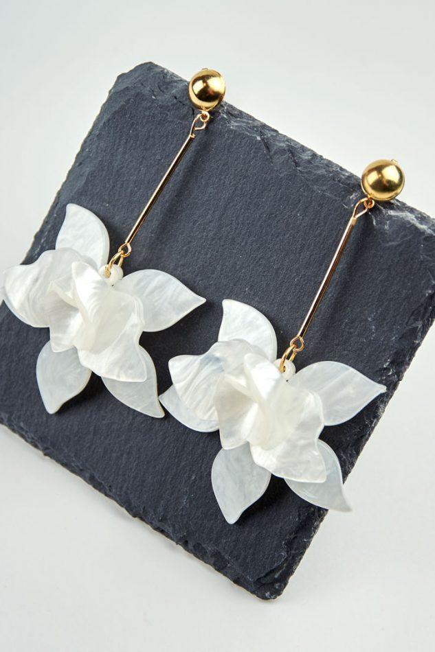 Pendientes orquídea nácar blanco sobre pizarra