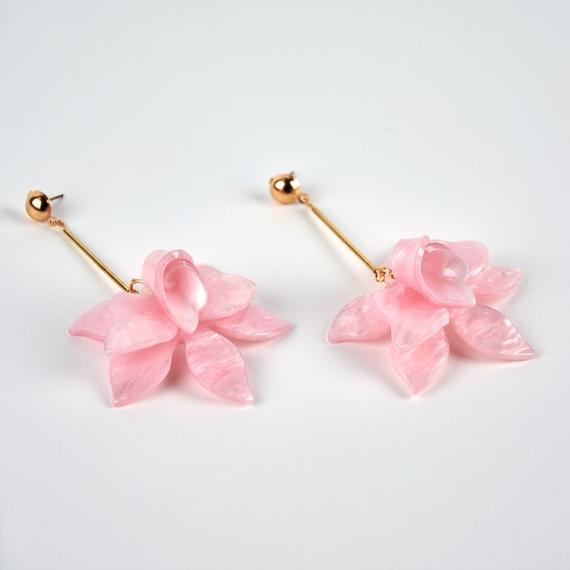Pendientes orquídea nácar rosa detalle