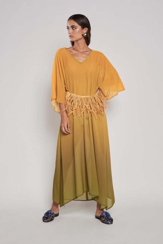 Vestido tipo kaftán confeccionado en georgette de efecto degradado.